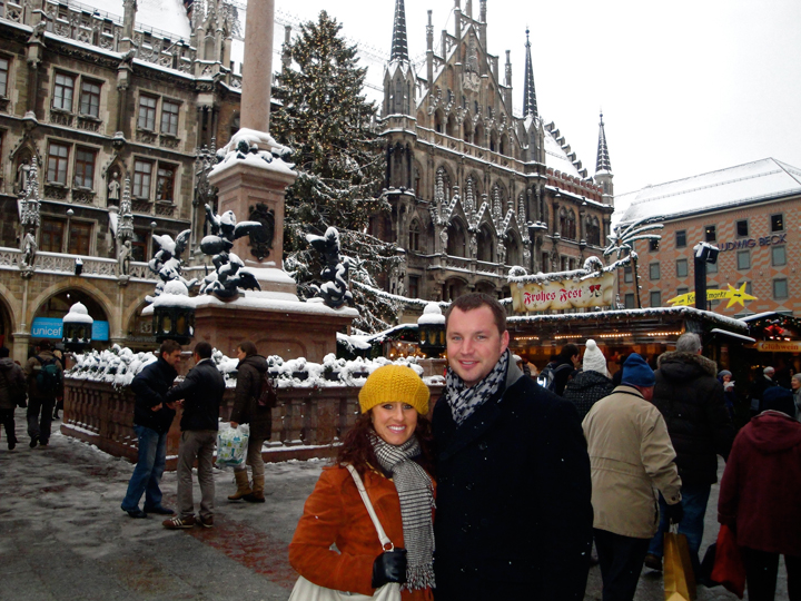 Marienplatz - Jill & Nick in front of Rathaus