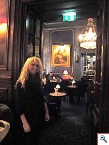 Amber at the door to Blaue Bar